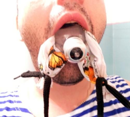 как вытащить лампочку изо рта