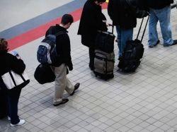 Треть россиян хотели бы эмигрировать из России за рубеж
