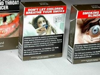 Клеить на сигареты страшные картинки — бессовестно