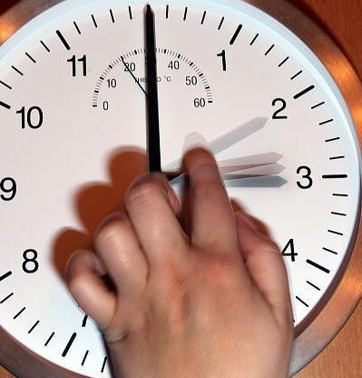 Часы нужно перевести на секунду назад
